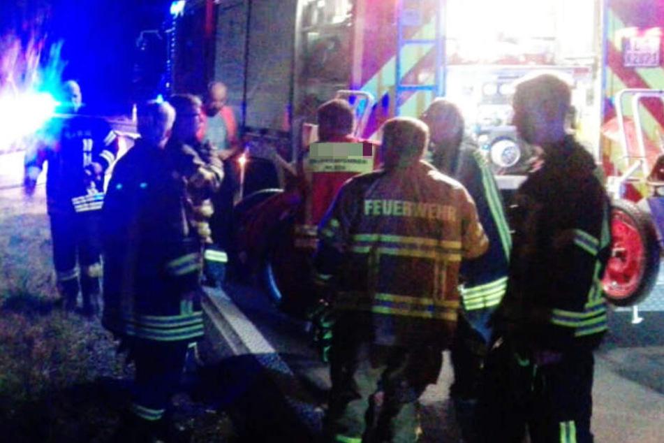 Der Fahrer wurde bei dem Unfall verletzt und musste in ein Krankenhaus gebracht werden. (Symbolbild)