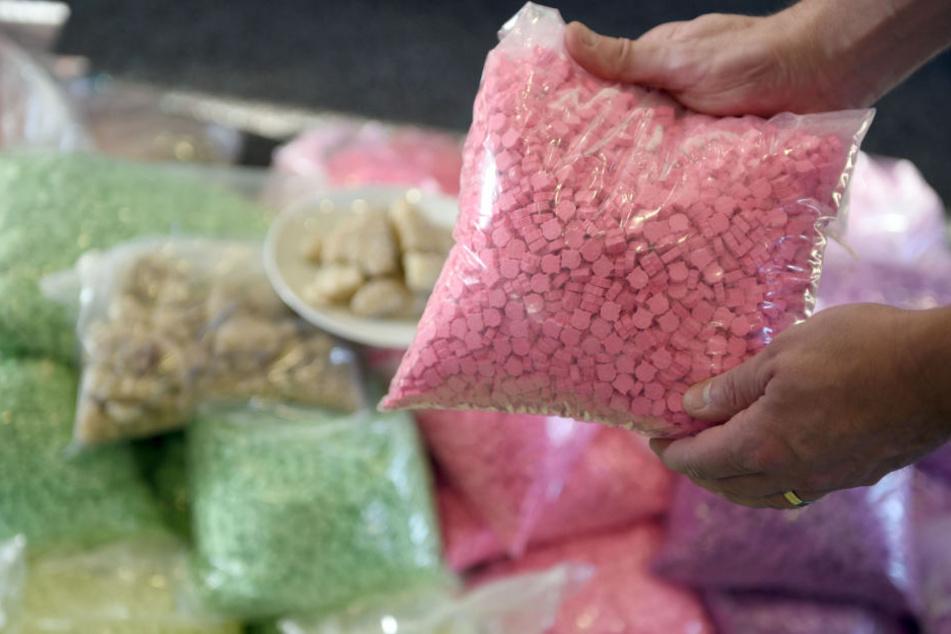 Hoher Eigenverbrauch? 250 Kilo Ecstasy-Tabletten wurden bei dem Fahrer sichergestellt.