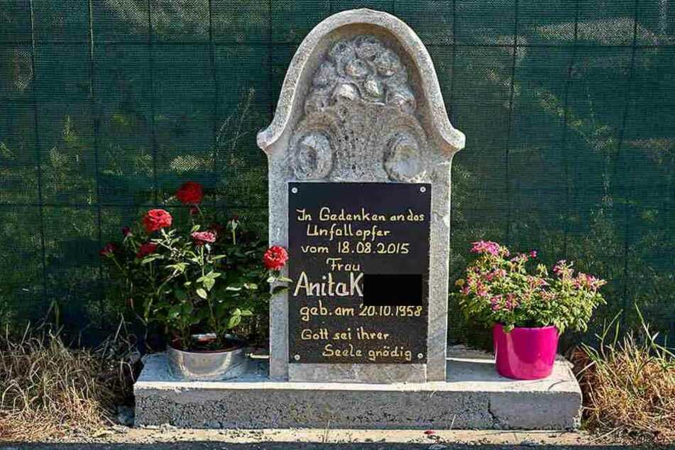 """""""Gott sei ihrer Seele gnädig"""": Ruhe in Frieden, Anita K. (†56)."""