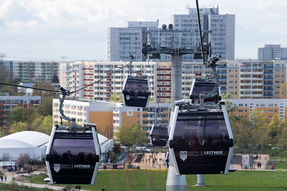 In beiden Richtungen schaffen die insgesamt 64 Gondeln in einer Stunde 3000 Fahrgäste.
