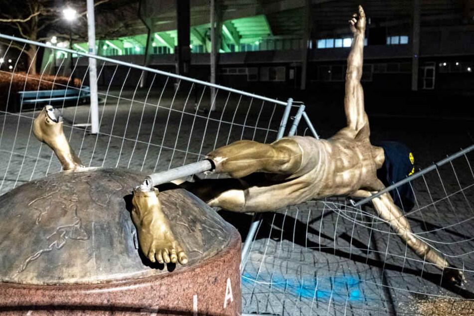 Schlimmer Vandalismus! Ibrahimovic-Statue abgesägt