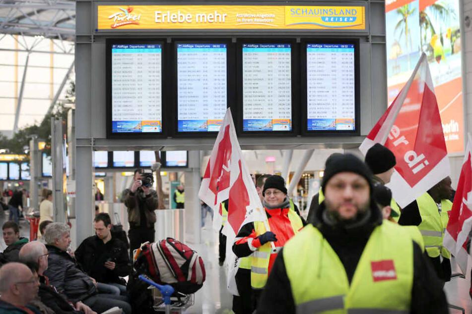 Am Düsseldorfer Flughafen streikt das Sicherheitspersonal.