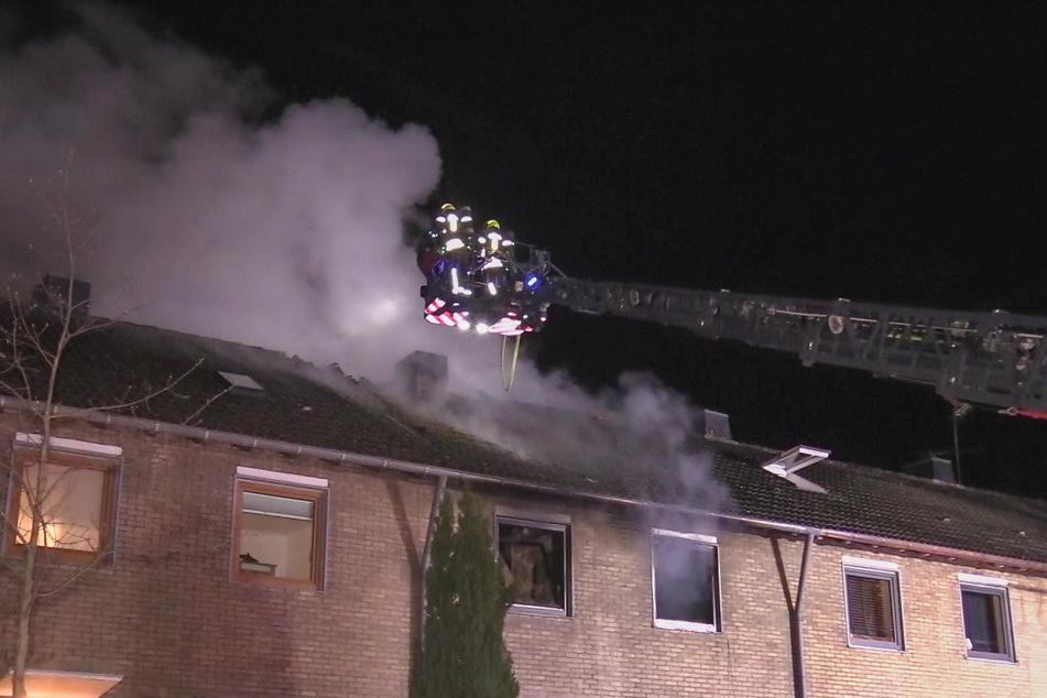 In Neuss ist am Mittwochabend ein Mensch bei einem Wohnungsbrand ums Leben gekommen.