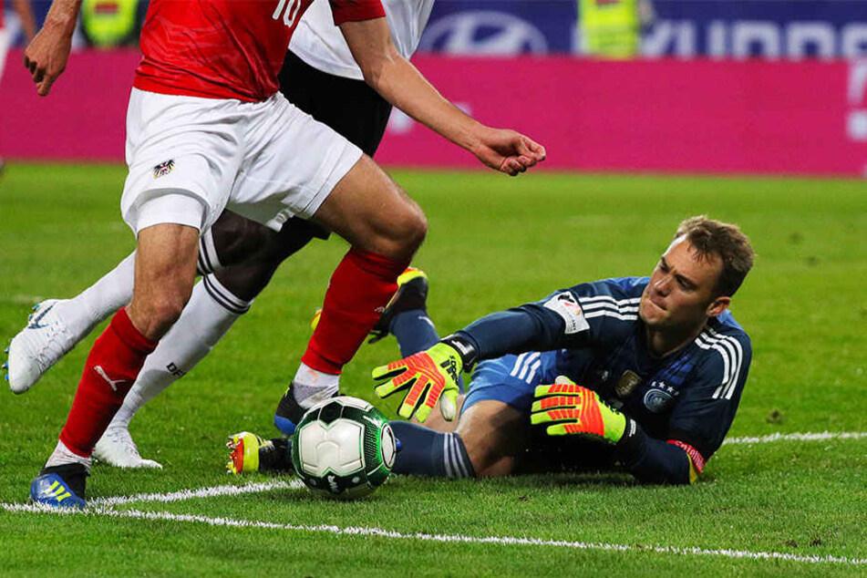 Wieder auf dem Weg zu alter Form: Manuel Neuer (r.), die deutsche Nummer eins im Tor.