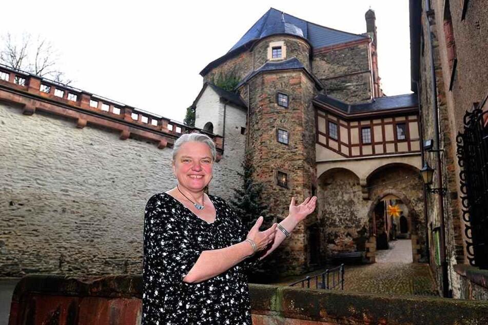 Willkommen auf Burg Mylau. Chefin Sina Klausnitz freut sich auf Besucher von nah und fern.