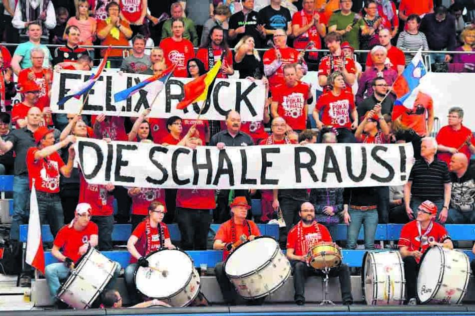 Im Meisterschafts-Halbfinale gegen Schwerin hatten die Fans eine klare Forderung, aber das Team von Felix Koslowski rückte die Schale nicht raus und verteidigte am Ende den DM-Titel.