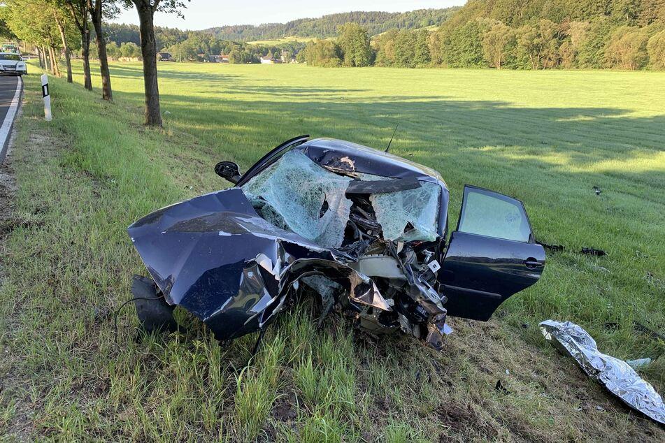 Die 18-jährige Fahrerin wurde bei dem Unfall schwer verletzt.
