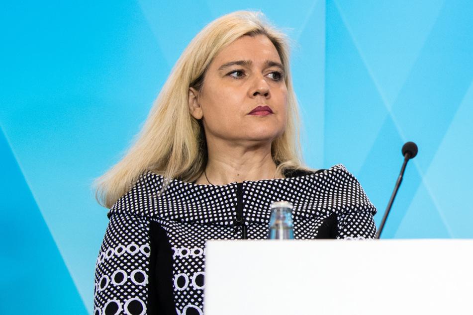 Gesundheitsministerin Melanie Huml (CSU) thematisierte unter anderem den Materialmangel für Schutzausrüstungen. (Archiv)