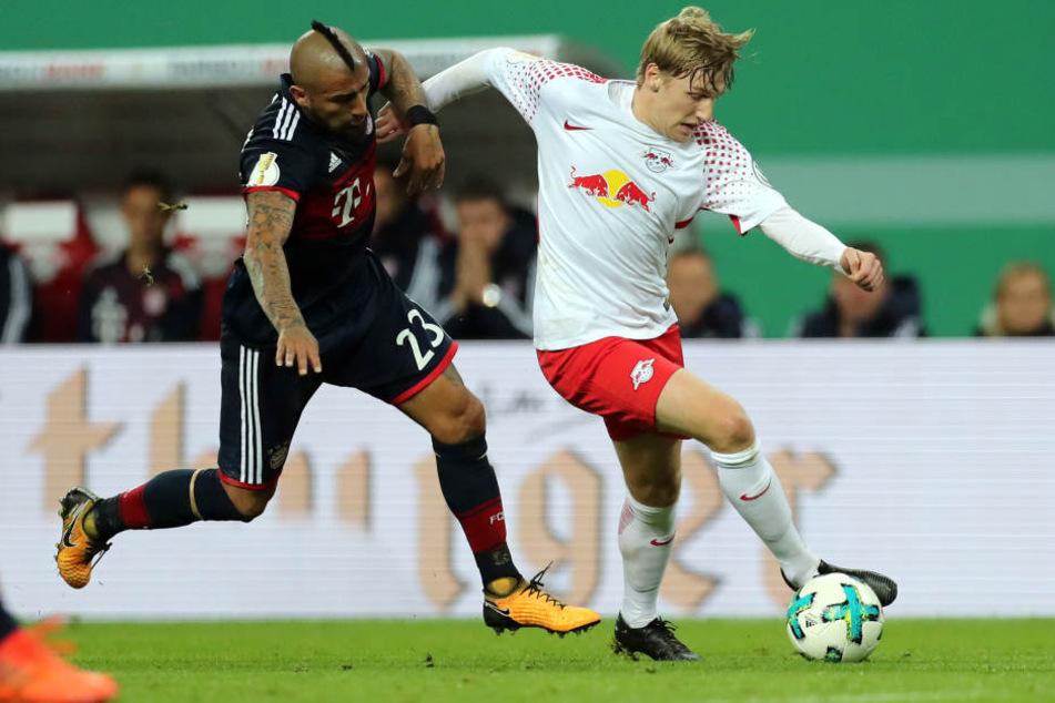 """Arturo Vidal foult Emil Forsberg vor dem Strafraum. Moderator Bartels legte sich pro Leipzig fest: """"Das war eindeutig ein Elfer..."""" Die Schiedsrichter sahen das anders."""