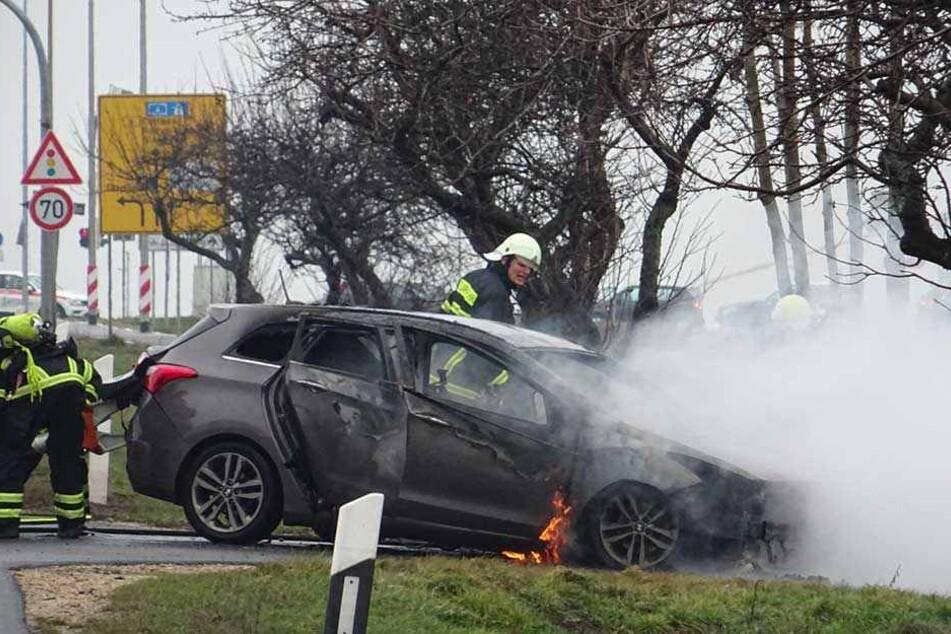 Die Feuerwehr konnte den Brand löschen, dennoch entstand an dem Hyundai Totalschaden.