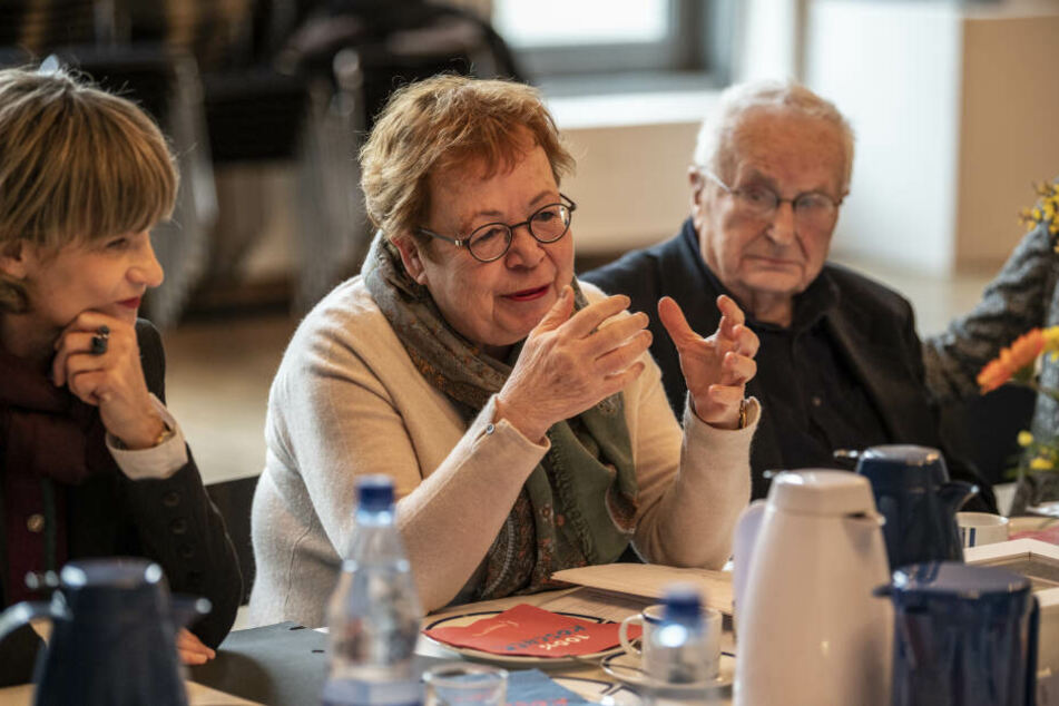 Am Donnerstag präsentierten Ruth Röcher (64) und Hartwig Albiro (88) das Programm des Chemnitzer Friedenstages in der städtischen Synagoge, auch OB Barbara Ludwig (58) war anwesend.
