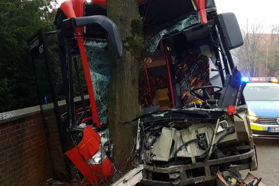 Der Fahrer (40) erlitt leichte Verletzungen.