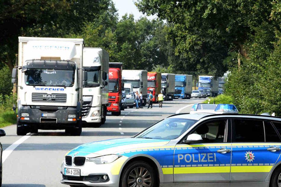 Die Bundesstraße musste für mehr als eine Stunde komplett gesperrt werden.