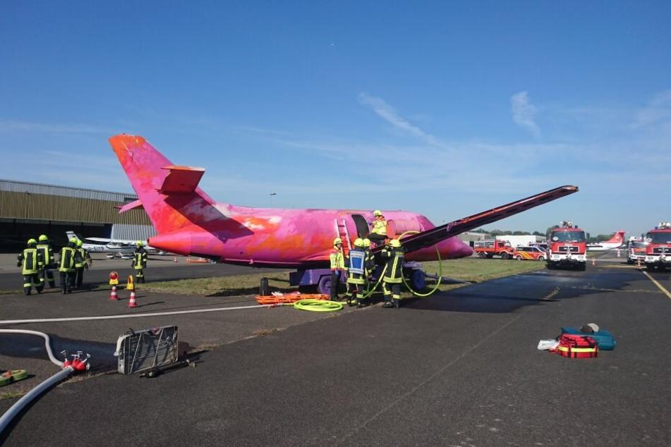 Das Flugzeug in Schräglage diente der Übung.
