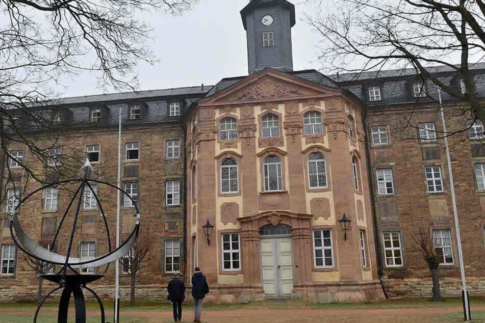 Ein 15-Jähriger soll in der Klosterschule Roßleben einen Mitschüler niedergestochen haben.