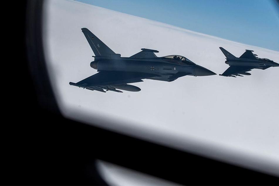 Mit Kampfjets musste das Flugzeug zur Landung begleitet werden (Symbolbild).