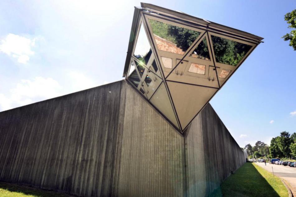 In der JVA Bielefeld-Brackwede ging der verurteilte Dreifachmörder auf sein opfer los. (Symbolbild)