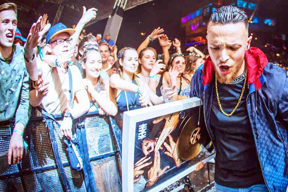 Autogrammstunde von KMN-Rapper Azet eskaliert: Panik und Ausschreitungen im Media Markt