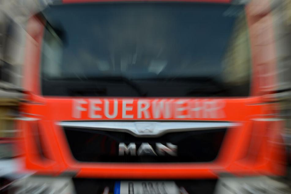 Die Feuerwehr rückte auf dem Bauernhof an. (Symbolbild)
