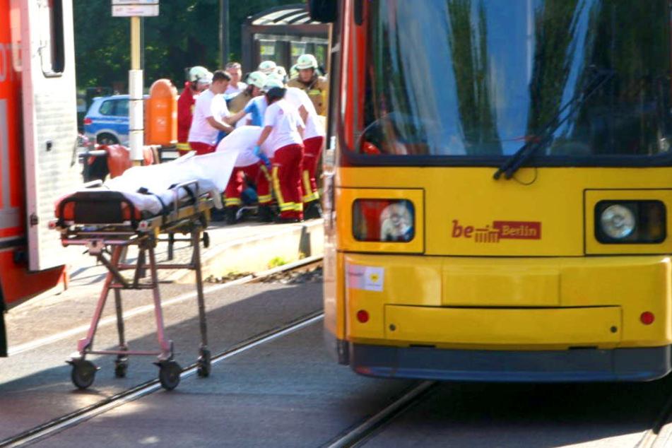 Schwer verletzt! Kind von Straßenbahn erfasst