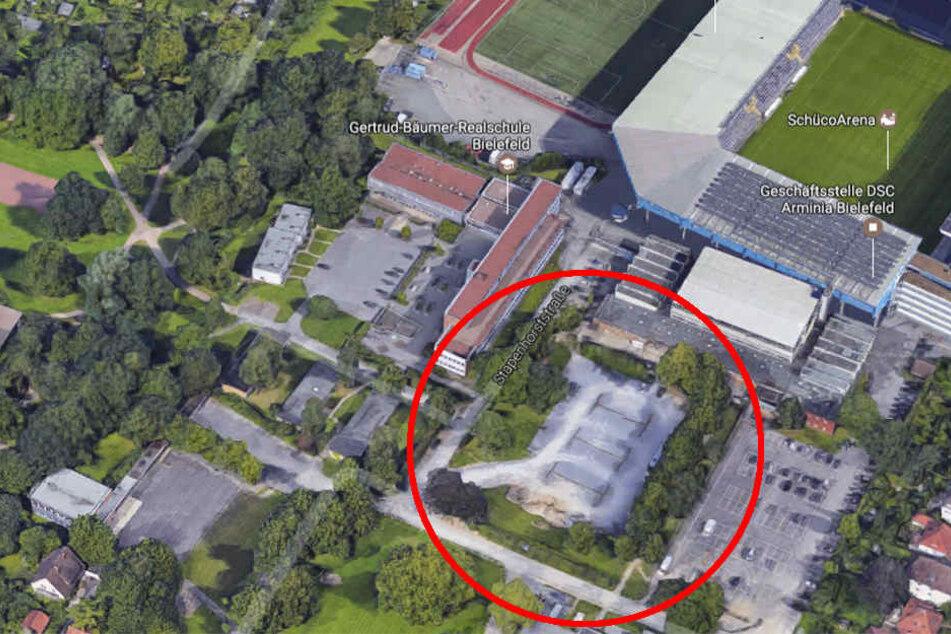 Direkt an der Südtribune der SchücoArena wird die neue Almsporthalle entstehen.