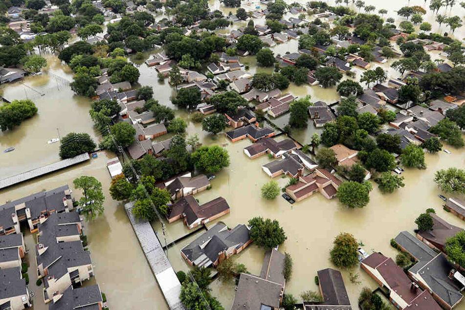 Die Lage in Houston ist dramatisch, ganze Landstrichen sind neben der Innenstadt überflutet.