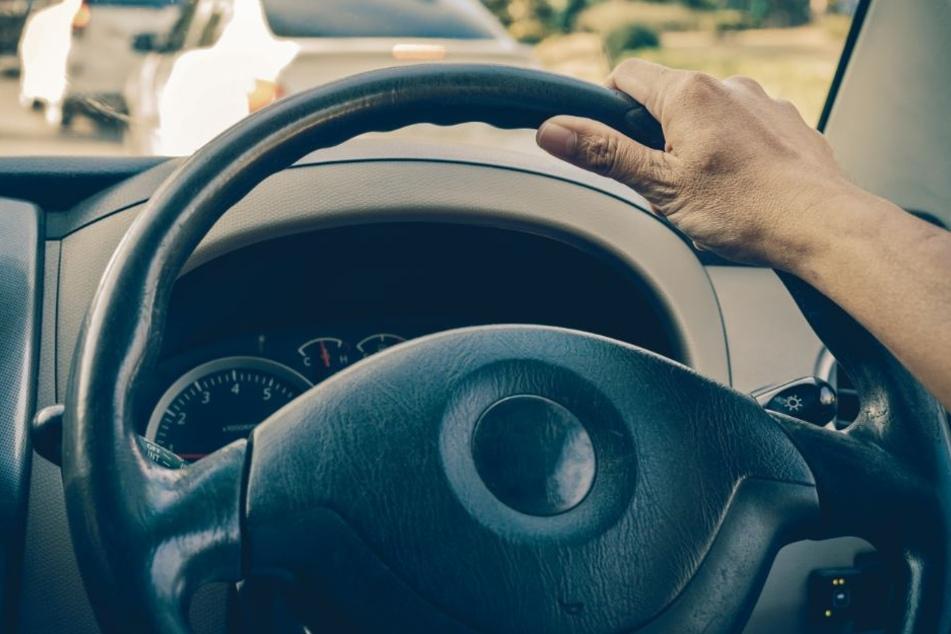 Mitten in der Stadt: Mann (47) onaniert im Auto