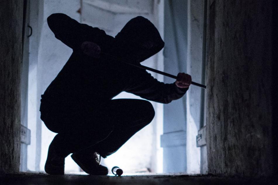 Sie hörten ein lautes Krachen: Leipziger erwischt Einbrecher in flagranti