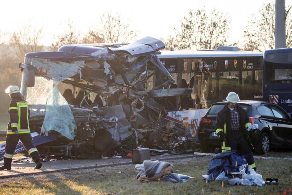 Die Lage nach dem Busunfall in Ammerndorf ist immer noch unübersichtlich. (Archiv)