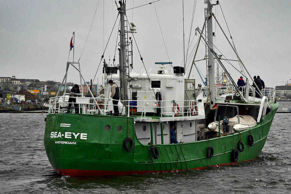 Vor der libyschen Küste wurden zwei deutsche Flüchtlingshelfer der Rettungsmission Sea-Eye festgenommen.
