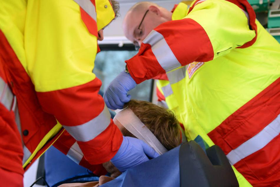 Vier weitere Personen wurden bei dem Unfall verletzt. (Symbolbild)