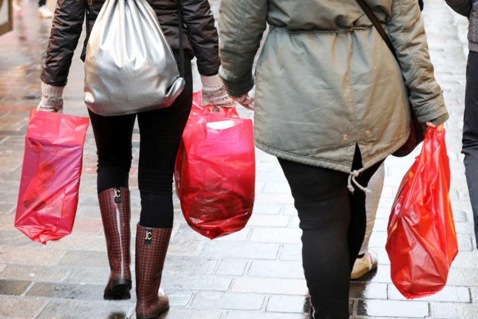 Das Weihnachtsgeschäft im Einzelhandel verlagert sich von den Innenstädten ins Internet und auf die grüne Wiese.