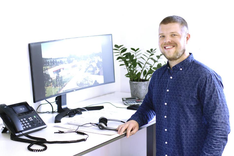 Salesmanager Dominic Meier ist mit seinem Arbeitsumfeld richtig zufrieden.