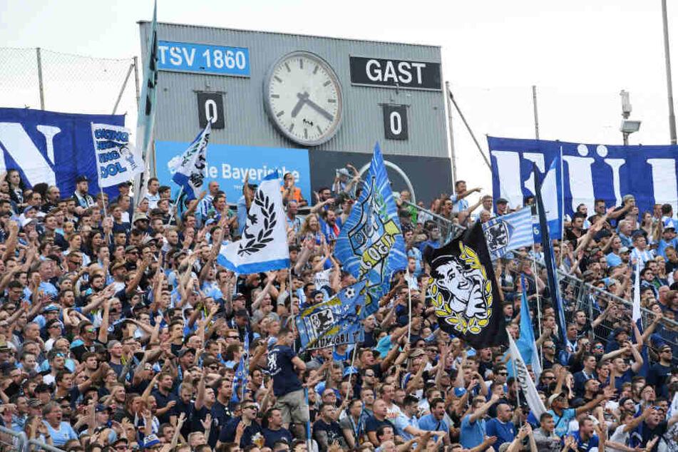 Laut mehreren Berichten verletzen sich zahlreiche Fans des TSV 1860 München durch Stürze. (Symbolbild)