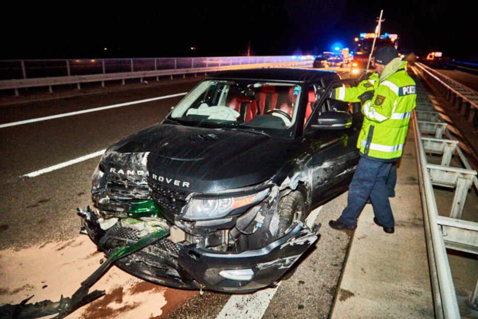 Der Fahrer des Range Rover knallte auf einen vor ihm fahrenden Transporter.