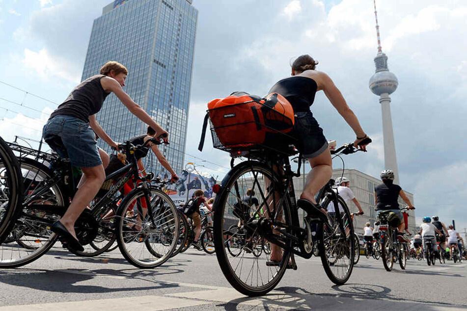 Fahrradfahrer passierten bei der letzten Sternfahrt auch den Alexanderplatz.