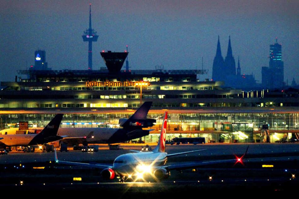 Hagel und Eisregen sorgten auf dem Flughafen Köln/Bonn für Verspätungen.
