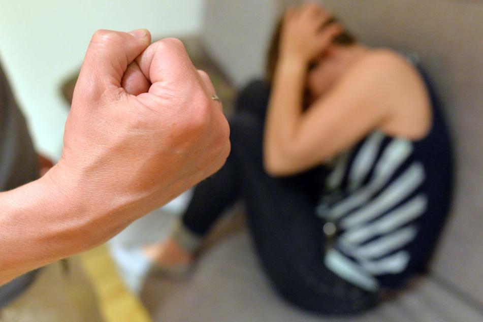 Frau verteidigt Ehemann, nachdem er sie niederstach