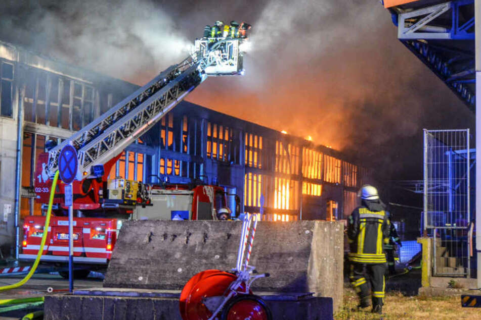 Mehr als 60 Kameraden der Feuerwehr waren bei dem Löscheinsatz vor Ort.
