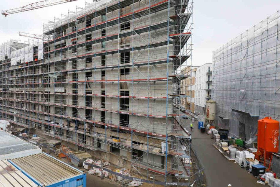 """Die Baustelle des Stadtentwicklungsprojekt """"Neue Mitte Altona"""" auf dem Gelände des ehemaligen Güterbahnhofs. Hier soll vor allem soziale Wohnungspolitik in die Realität umgesetzt werden."""