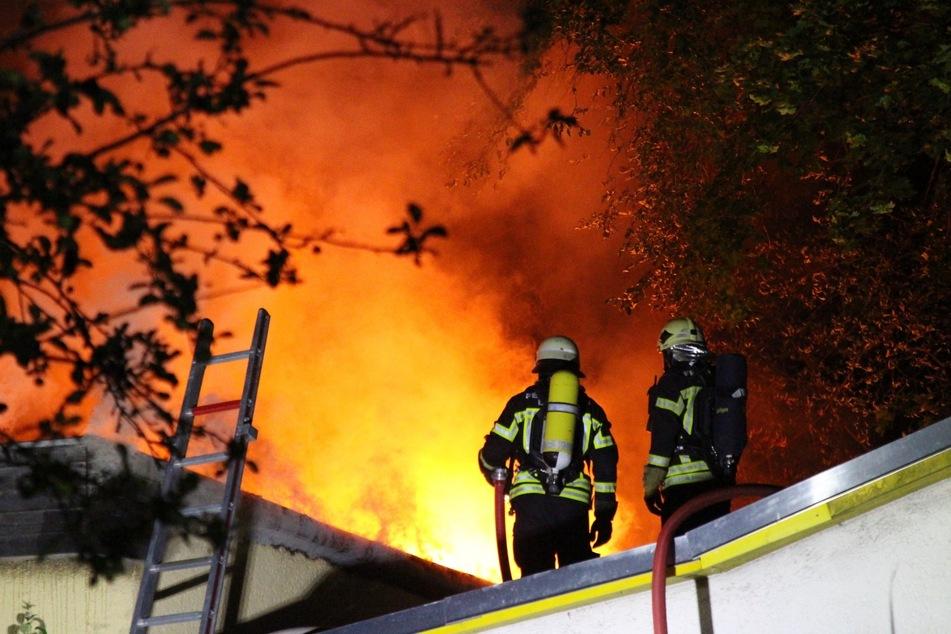 Flammen-Inferno in Gartenverein in Leipzig-West
