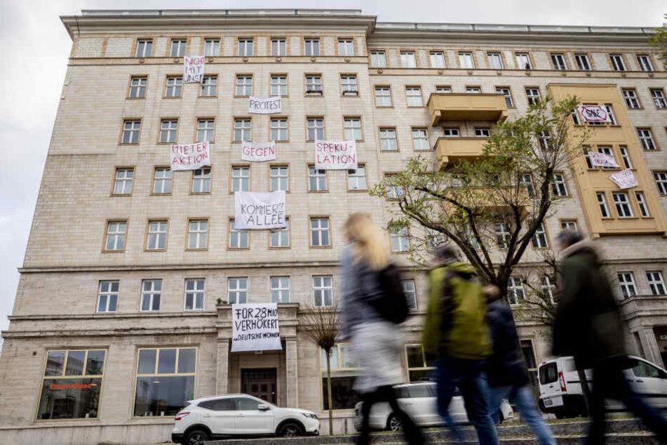 Die Stadt Berlin hat nach Mieter-Protesten 670 Wohnungen in der Karl-Marx-Allee gekauft (Symbobild).