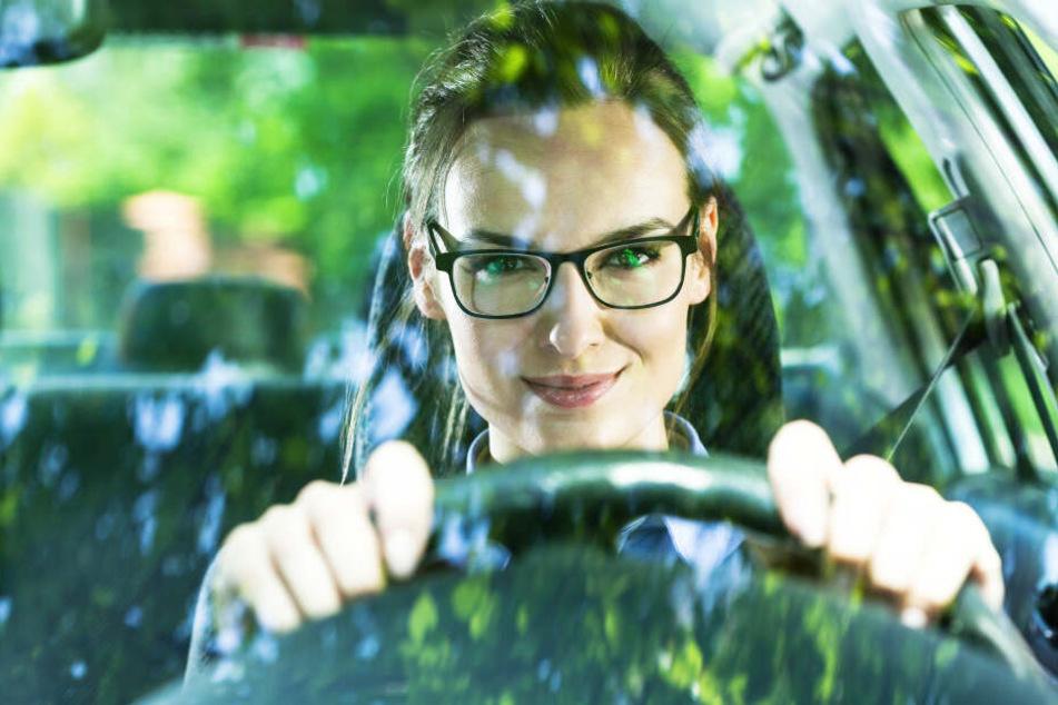 Es gibt zwar kein Gesetz, das vorschreibt, wie oft Autofahrer zum Sehtest müssen. Wer wegen Sehproblemen einen Unfall baut, trägt aber eine Mitschuld.
