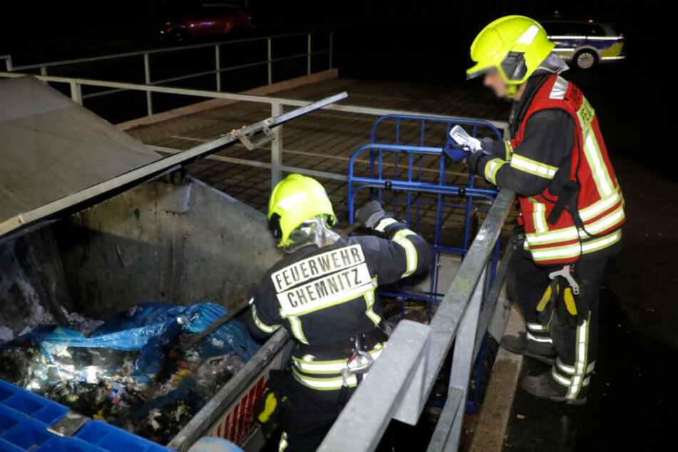 In Chemnitz musste die Feuerwehr zu einem brennenden Müllcontainer ausrücken.