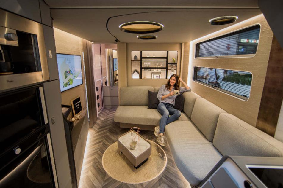caravan salon porsche im camper tag24. Black Bedroom Furniture Sets. Home Design Ideas