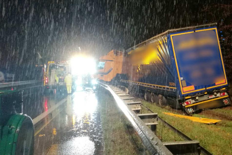 Für die Bergung des Sattelzugs musste die Autobahn gesperrt werden.