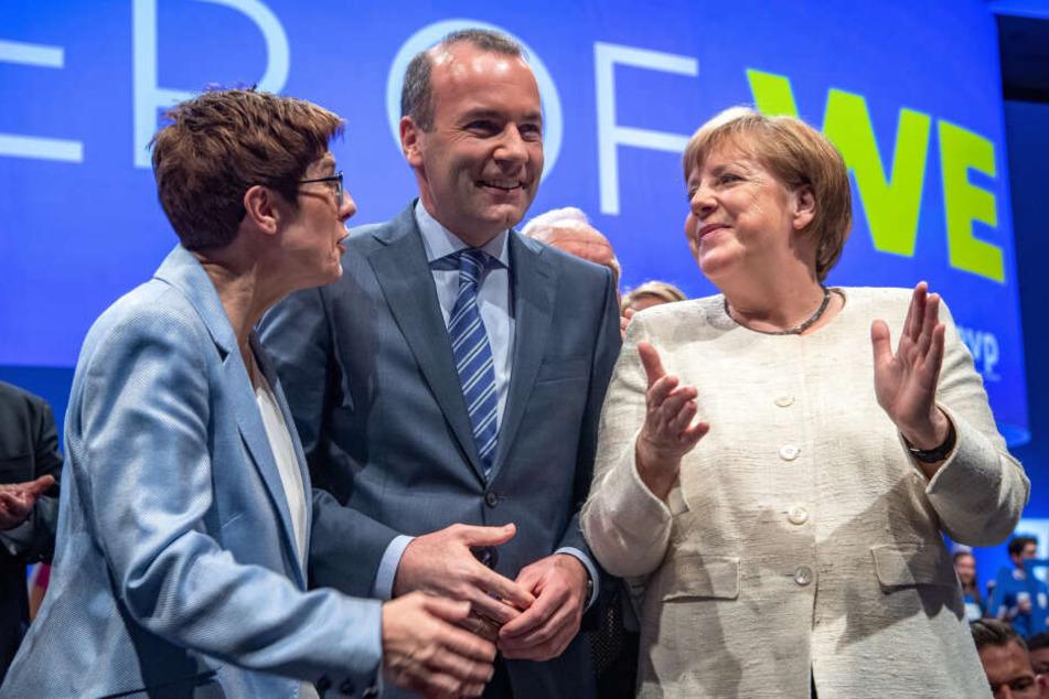 Abschlusskundgebung der Union zur Europa-Wahl mit CDU-Chefin Kramp Karrenbauer (56), Spitzenkandidat Weber (46, CSU) und Kanzlerin Merkel (64).