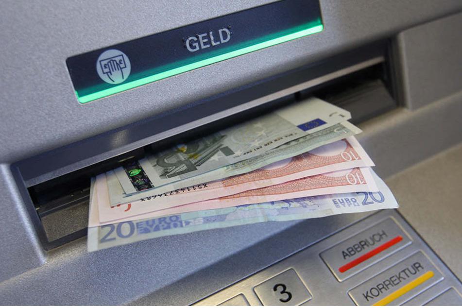 Am Mittwochabend hatten Techniker die Ursache für die Geldautomaten-Panne in Leipzig behoben. (Symbolbild)