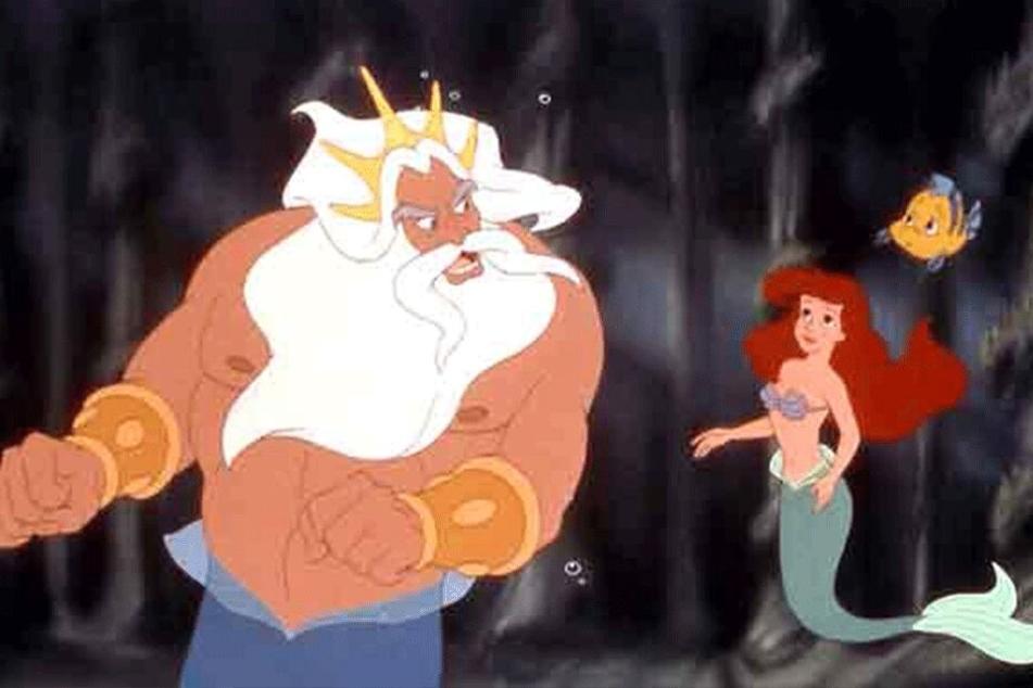 Im Zeichentrickfilm von 1989 will Arielle, die Tochter von König Triton, entgegen den Anweisungen ihres Vaters zur Meeresoberfläche schwimmen.