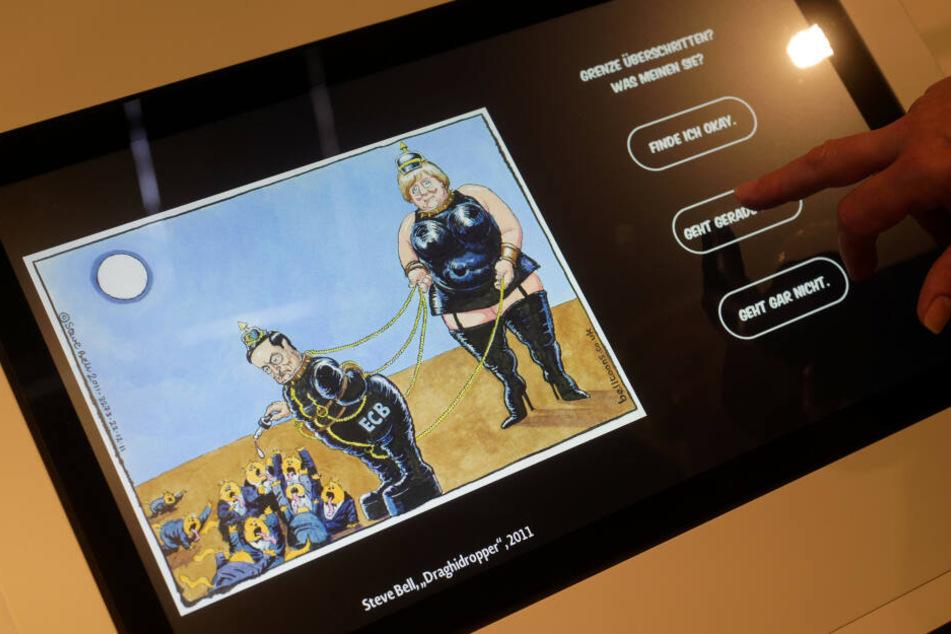 """Besucher können in der Ausstellung """"Zugespitzt"""" im Haus der Geschichte abstimmen, ob eine Karikatur des Zeichners Steve Bell eine Grenzüberschreitung ist oder nicht."""